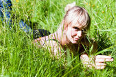V4 young woman in the grass — Stock Photo