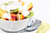Bowl of fresh fruit and yogurt V2 — Stock Photo