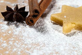 Star with cinnamon sticks and star anise V2 — Stock Photo