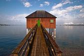 Casa de banho com passarela de madeira v1 — Fotografia Stock