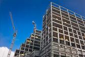 башенный кран на строительство — Стоковое фото