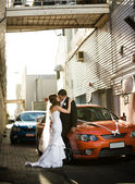 Newlyweds kissing passionately in alley — Stock Photo