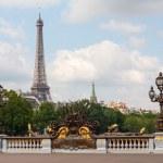 Alexander III bridge in Paris with Eiffel tower — Stock Photo