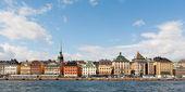 Maisons colorées de stockholm vu de l'eau — Photo