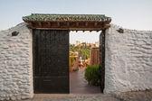 Alhambra seen through doors in Granada — Stockfoto