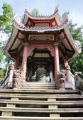 The staircase and the entrance to a Buddhist temple. — Stock Photo