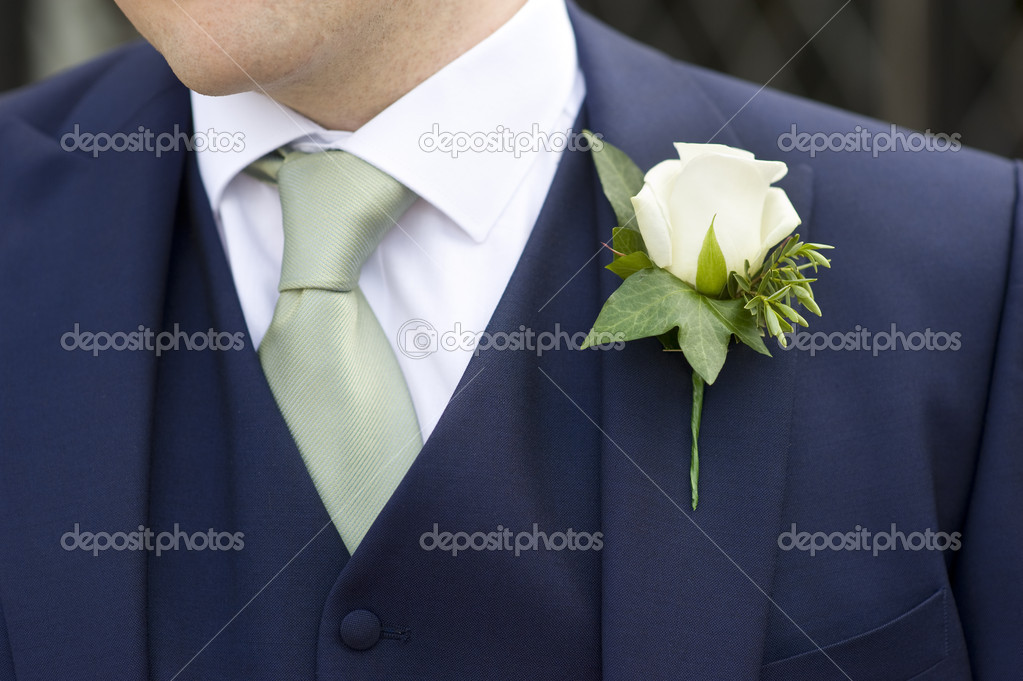 Man at a wedding wearing a floral buttonhole — Stock Photo #10559905