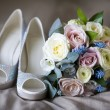 Wedding shoes and flowers — Stock Photo #9783938