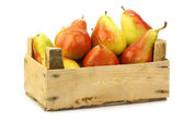 """Fresh and colorful """"Forelle"""" pears in a wooden crate — Stock Photo"""