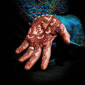 Henna, mehendi on a bride's hand - fun square — Stock Photo