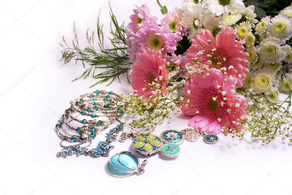 Pink flowers and blue jewelry on white background — Stock Photo #8824078