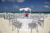 Wedding setting on tropical island beach — Stock Photo