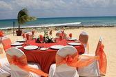 Tavolo di nozze all'aperto sulla spiaggia — Foto Stock