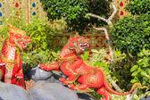 Tay dili edebiyatı hayvanlarda aslan heykelleri. — Stok fotoğraf