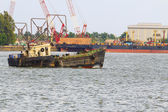 Old tug boat in the port city of Thailand — Stock Photo