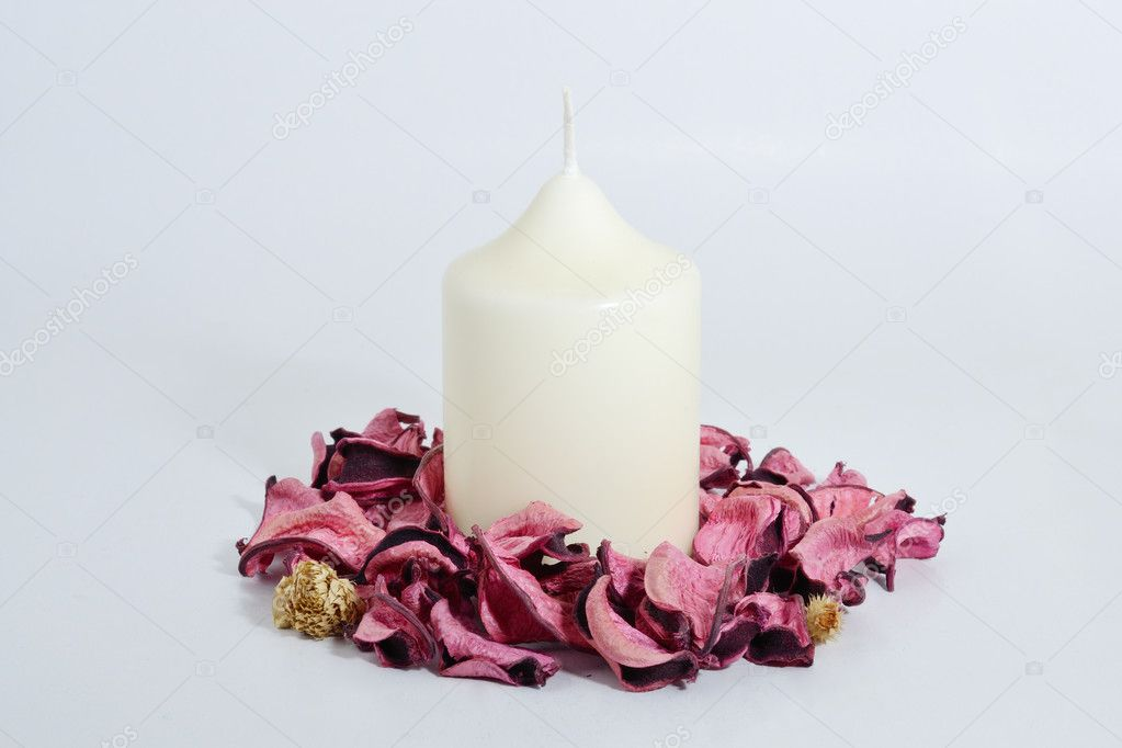 Candle with flowers — Stock Photo #9016274
