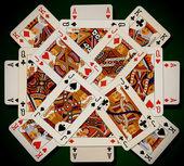 Carte da gioco su sfondo verde — Foto Stock