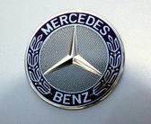 Mercedes Symbol — Stock Photo