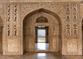 Decorated marble wall frames gate and door at Agra Fort Palace i — Stock Photo