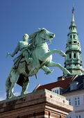 Absalon, founder of Copenhagen, on his horse against blue skies. — Stock Photo