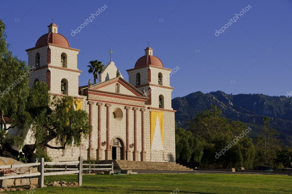 Mission mountains Santa Barbara. — Stock Photo #8943665