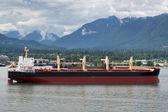 Bulk transport ocean going ship in Vancouver's port (Canada). — Stock Photo