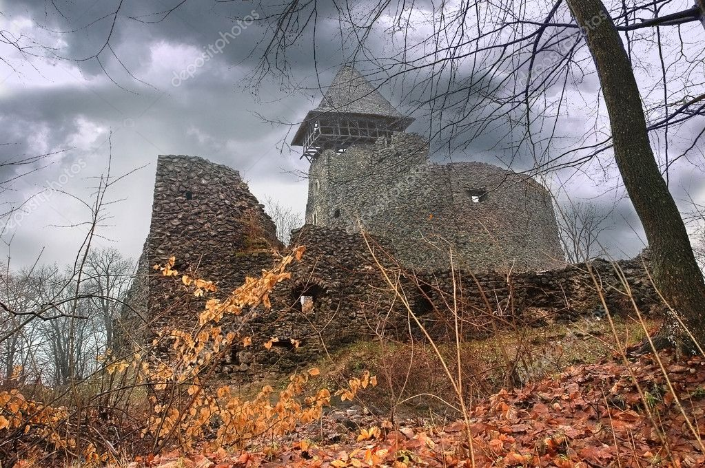 Mystical ruins of the Nevytskyi castle in Transcarpathia, Western Ukraine — Stock Photo #9109839