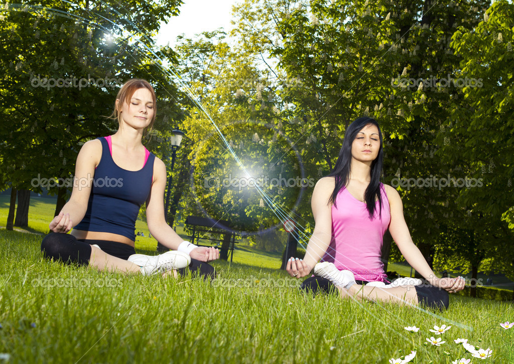 Girls meditating in the park — Stock Photo #9015409