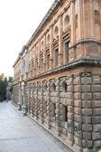 Voorgevel van het paleis van karel v in granada — Stockfoto