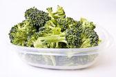 Broccoli in een plastic opslagcontainer — Stockfoto