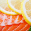 Salmon With Lemon Slices — 图库照片