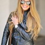 Portrait of beautiful glamour fashionable woman in sunglasses — Stock Photo