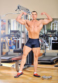 Bodybuilder posing at the gym — Stock Photo