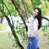 Retrato mujer hermosa, disparó al aire libre — Foto de Stock