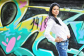 Beautiful girl posing against grafitti wall — Stok fotoğraf