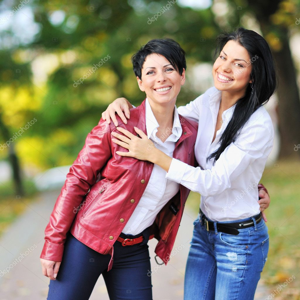 Mother and daughter having a good time together — Stock Photo #10225400