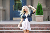 Pretty pregnant girl dancing outdoors — ストック写真