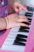 Hands playing the piano — 图库照片