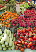 Beautiful organic vegetable on sunny market — Stockfoto