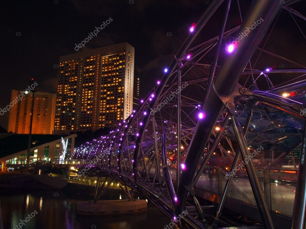 SINGAPORE - MAY 04: The Helix Bridge on January 01, 2012 in Singapore. Is a bridge in the Marina Bay. The Helix is fabricated from 650 tonnes of Duplex Stainless Steel and 1000 tonnes of carbon steel. — Stock Photo #9766048