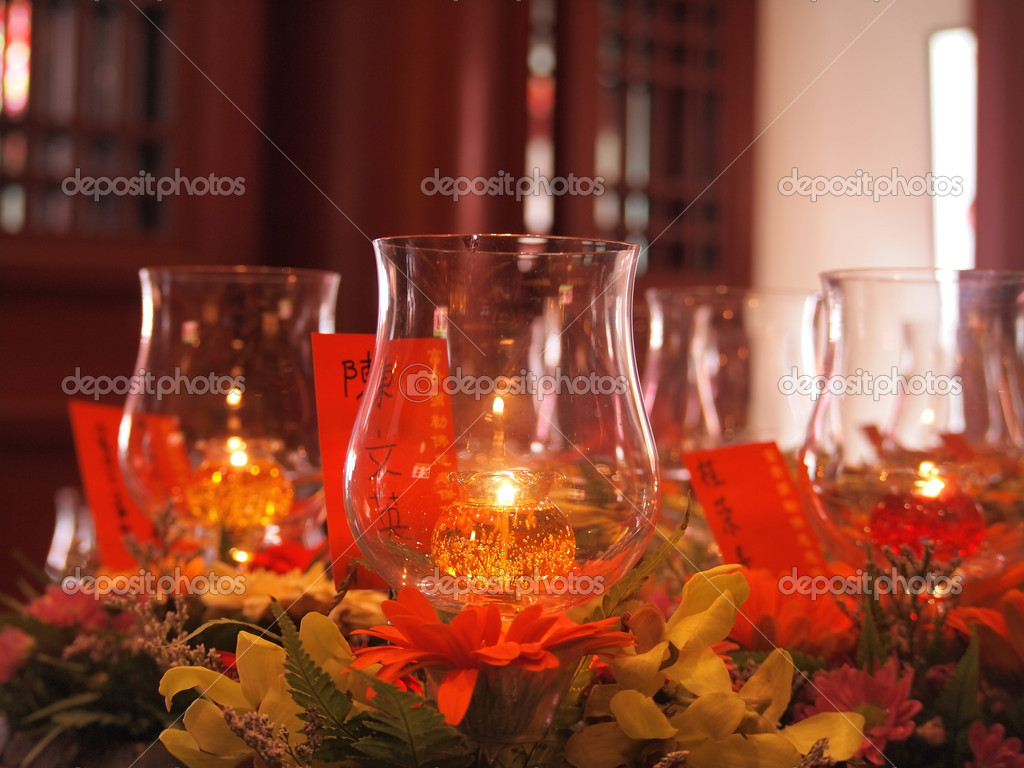 Candles in transparent chandeliers,chinese temple — Stockfoto #9766469