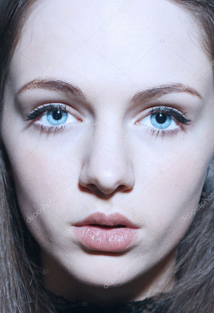 Close-up portrait of sexy caucasian young woman with beautiful blue eyes — Stock Photo #9063683
