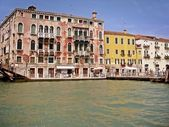 Historic buildings on the river in Venice — Stock Photo