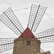 Old windmill on the salines of Trapani — Foto Stock