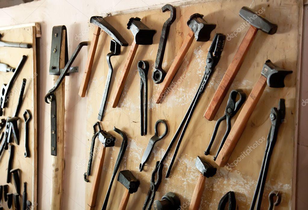 Antiguas herramientas de trabajo foto de stock - Herramientas de campo antiguas ...