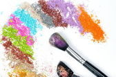 Professional make-up brush on colorful crushed eyeshadow — ストック写真
