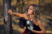 Bella donna con maschera di carnevale — Foto Stock