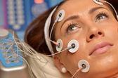 Giovane donna durante trattamento cosmetico — Foto Stock