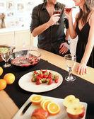 Couple dans la cuisine — Photo