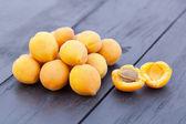 Fresh apricots — 图库照片